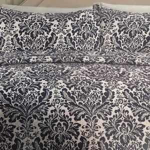Other - BNWT 3 pieces Quilt set